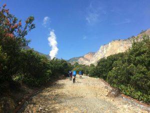 Jalur menuju Kawah Papandayan